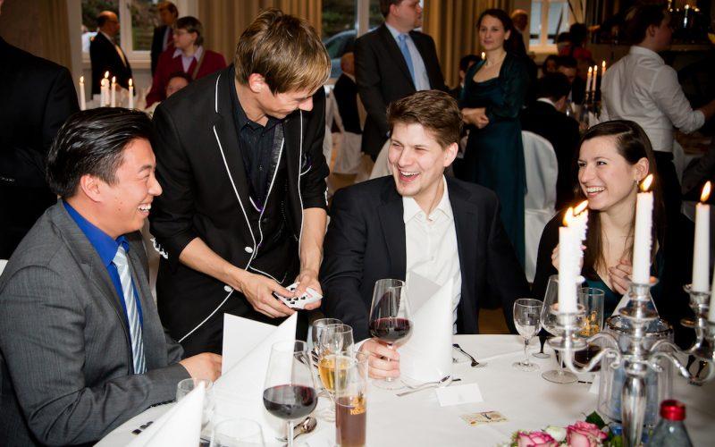 Dan Berlin mit Zauberkunst auf einer Hochzeit