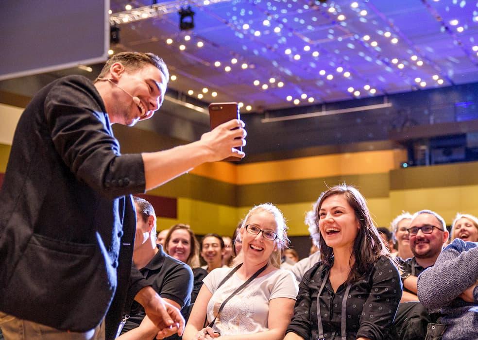 Keynoter Speaker Dan Berlin in Aktion mit Publikum