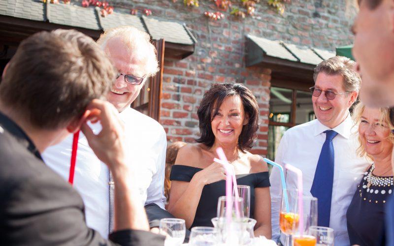 Hochzeitszauberer Dan Berlin und fröhliche Gäste