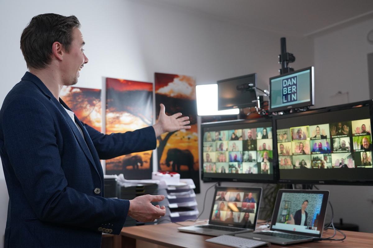 Virtuelle Weihnachtsfeier mit modernster Technik